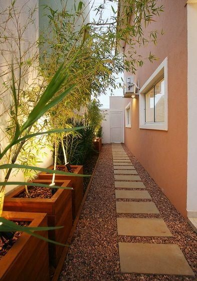 Decoraci n de pasillos exteriores plantas jardineria - Jardines exteriores de casas modernas ...