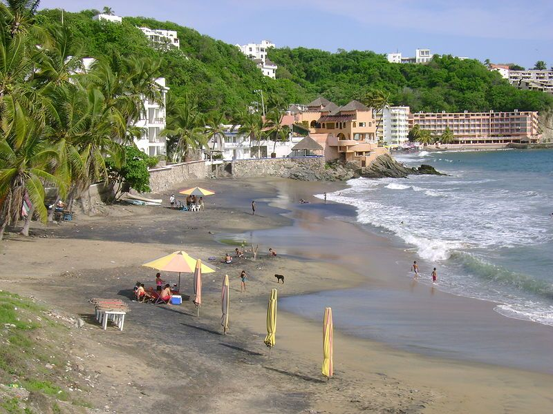Where is manzanillo in relation to santiago