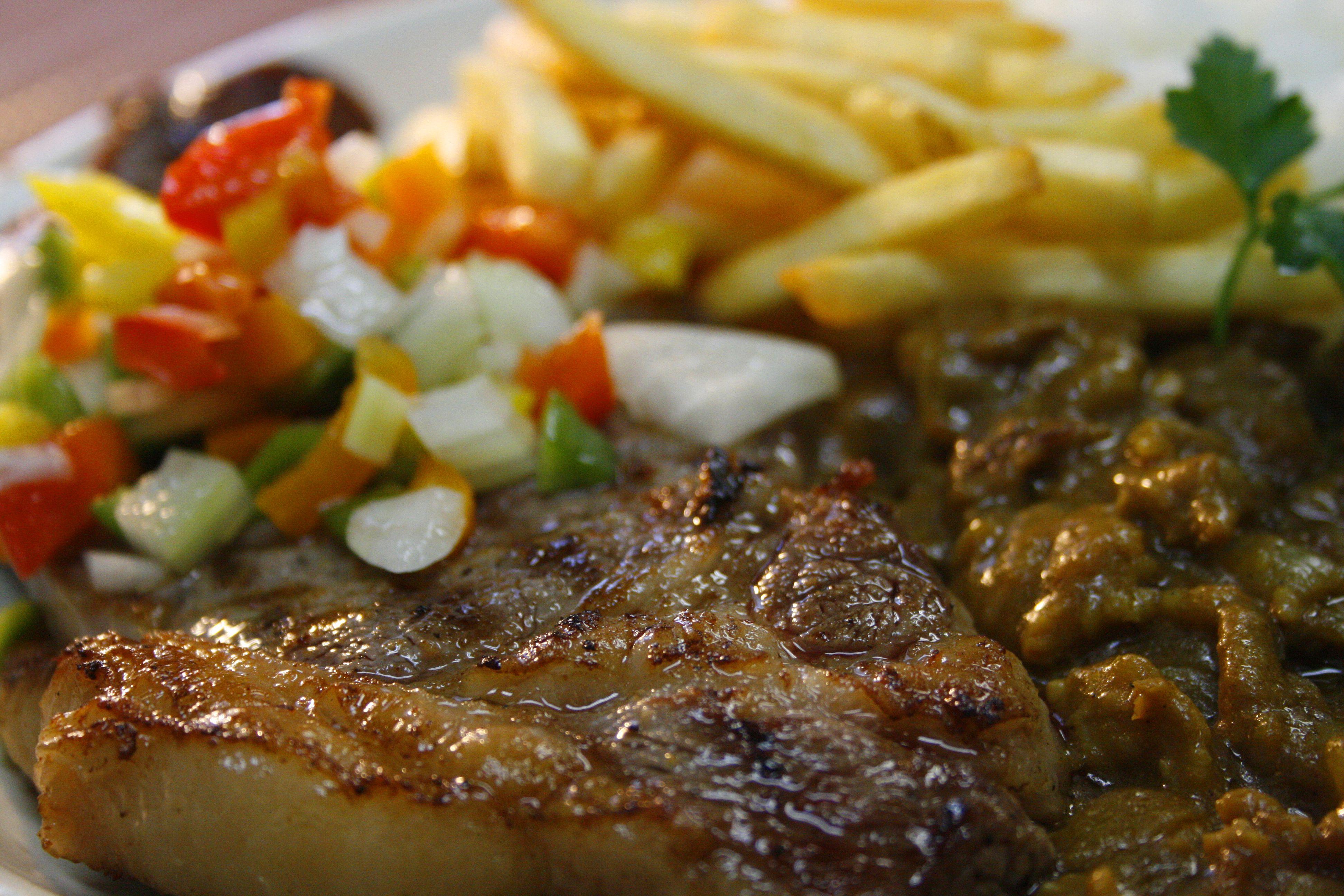 Sirloin Steak with Curry / サーロインステーキとべリンバウカレー