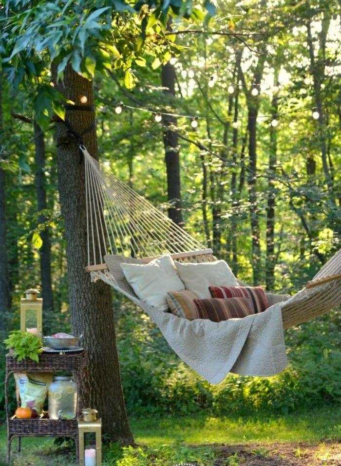 Die Hangematte Im Garten Sorgt Fur Eine Genussvolle Entspannung Garten Hangematte Hintergarten Franzosisches Landhaus