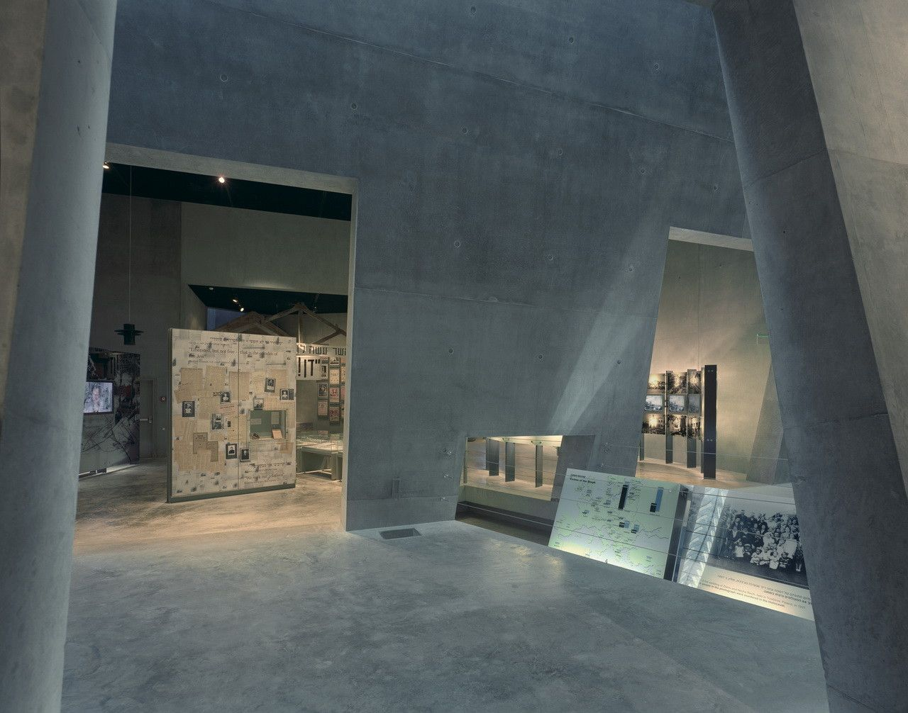 Gallery of Flashback: Yad Vashem Holocaust Museum / Safdie Architects - 10