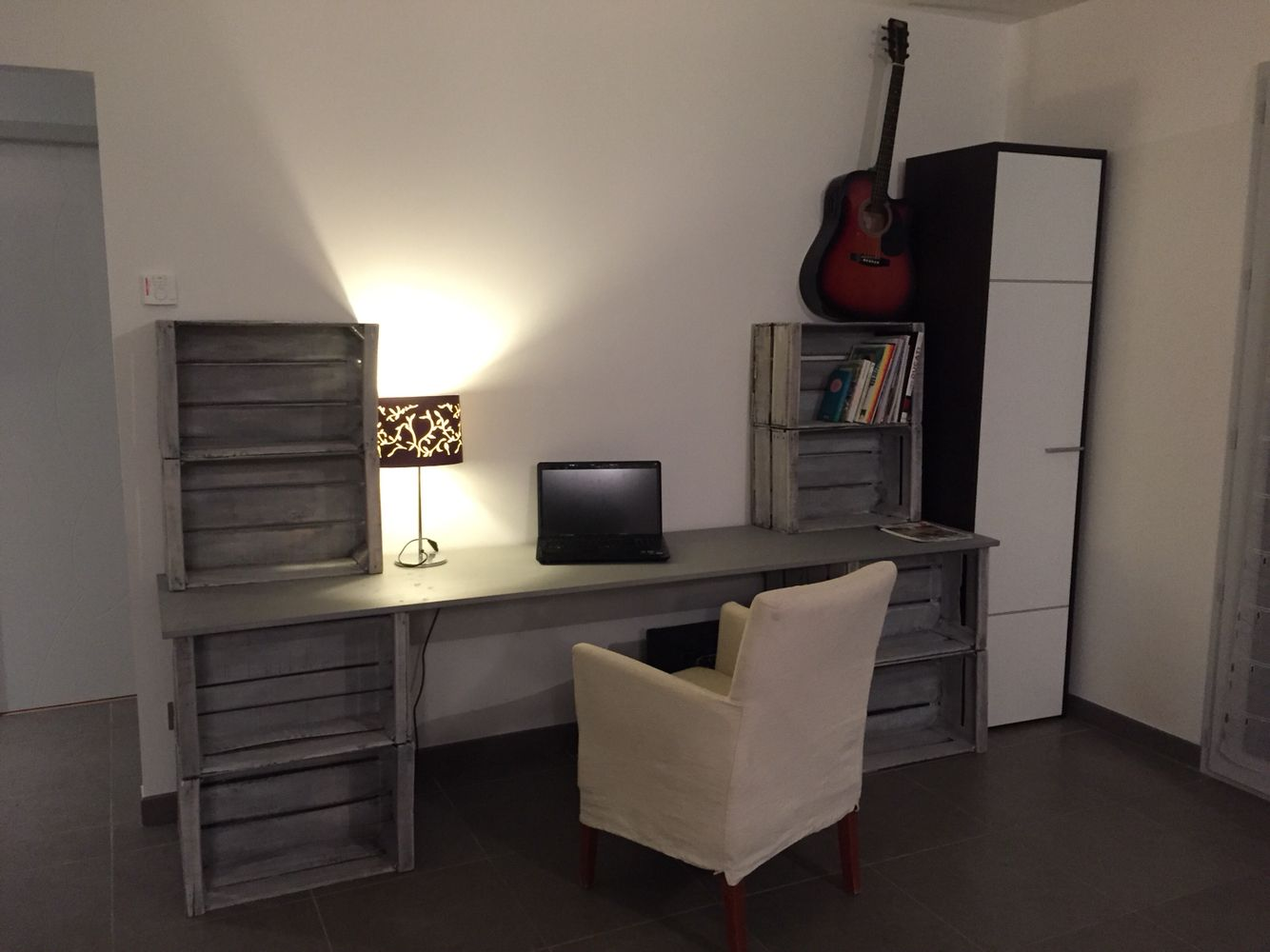 bureau en caisse de pomme id es d co pinterest bureau en caisse caisses de pommes et caisse. Black Bedroom Furniture Sets. Home Design Ideas