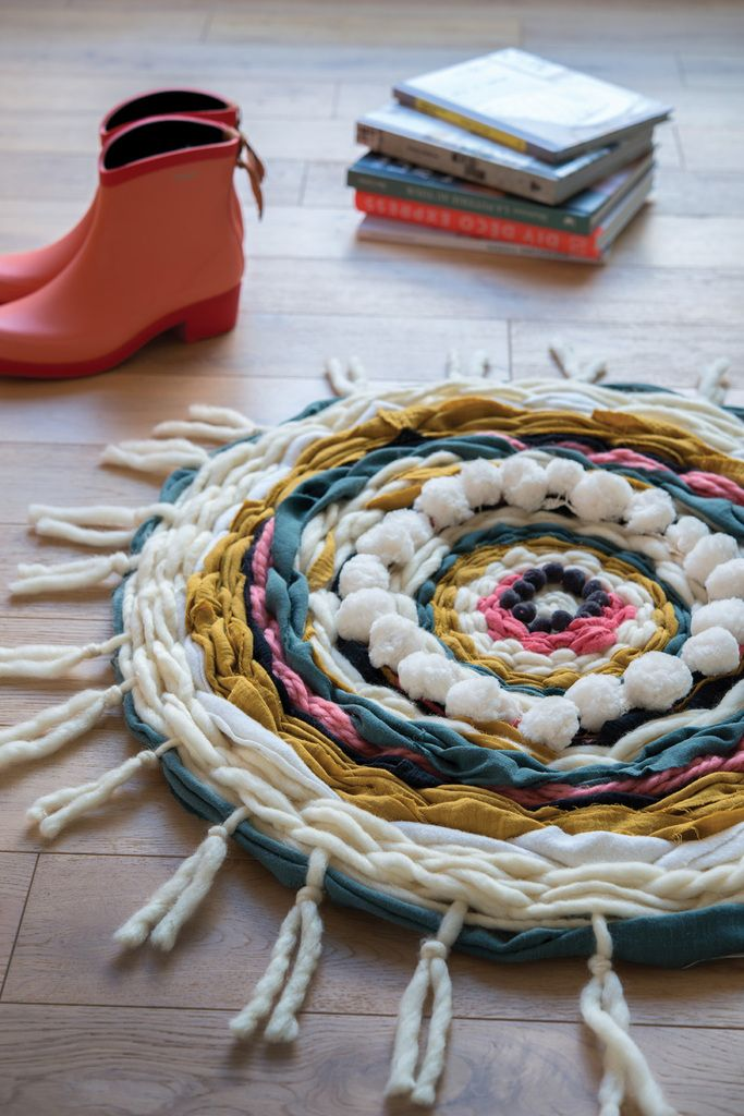 comment faire un tapis avec des chutes de laine et tissus tissage. Black Bedroom Furniture Sets. Home Design Ideas