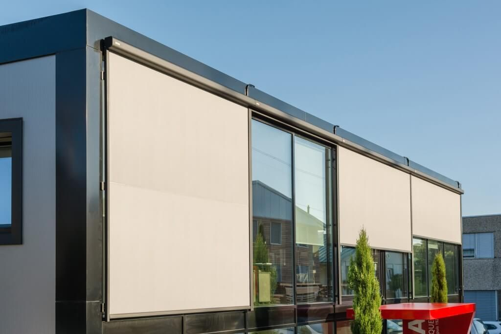 COBERTI Toldo vertical en ventanas de oficinas #toldos #verticales