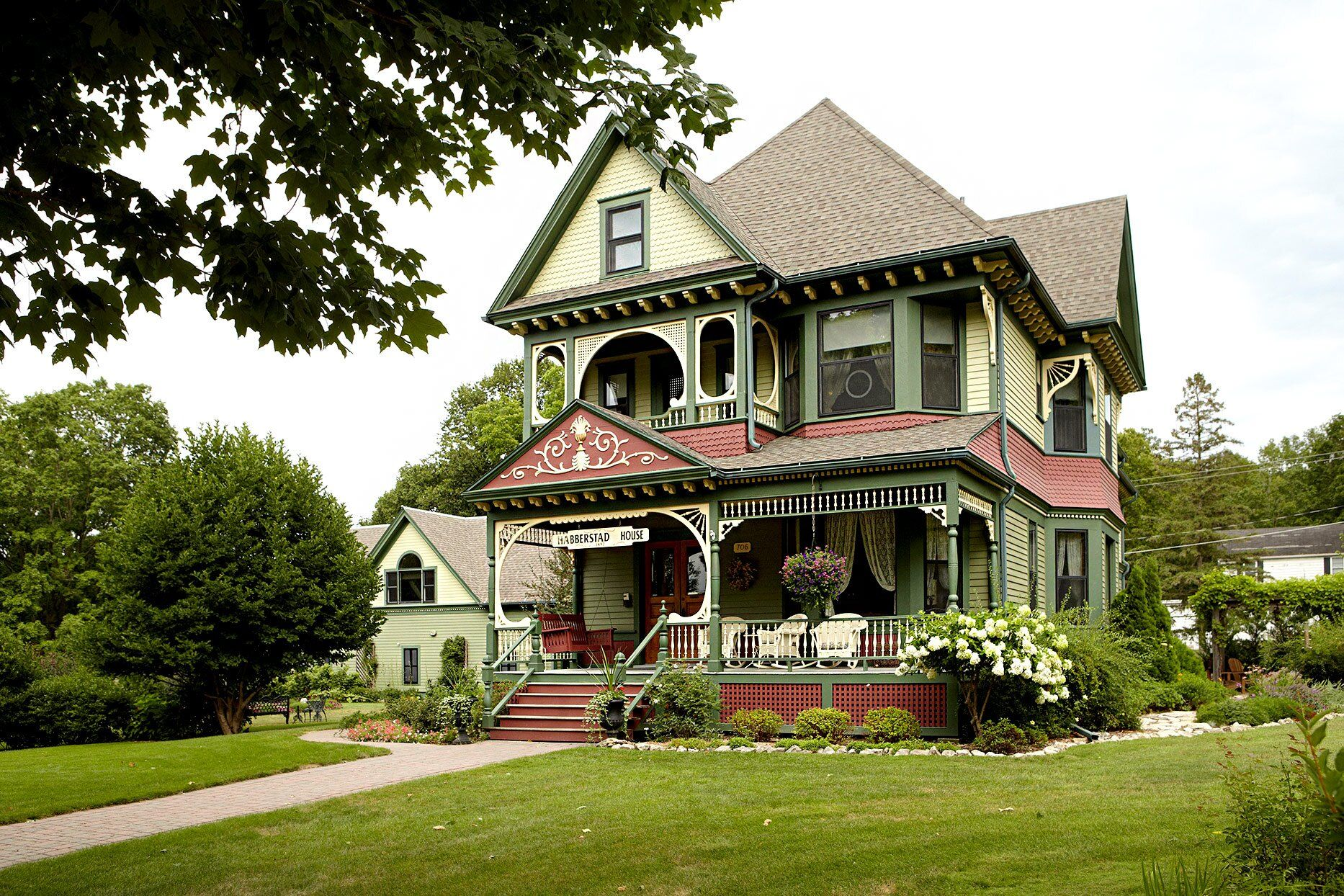17 Victorian-Style Houses with Stunning Decorative Details