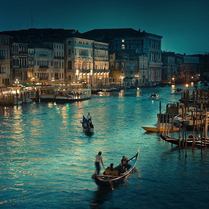New Zealand-based photographer and designer Andrew Smith of Cuba Gallery beautifully photographs the night scene from Rialto Bridge in Venice, Italy.