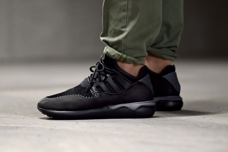 3083c6cc798030 adidas Tubular Moc Runner Black - Sneakers.fr