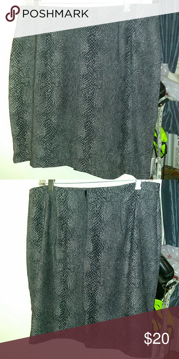 Briggs Skirt In very good condition. 97% Polyester, 3% Spandex. Briggs Skirts