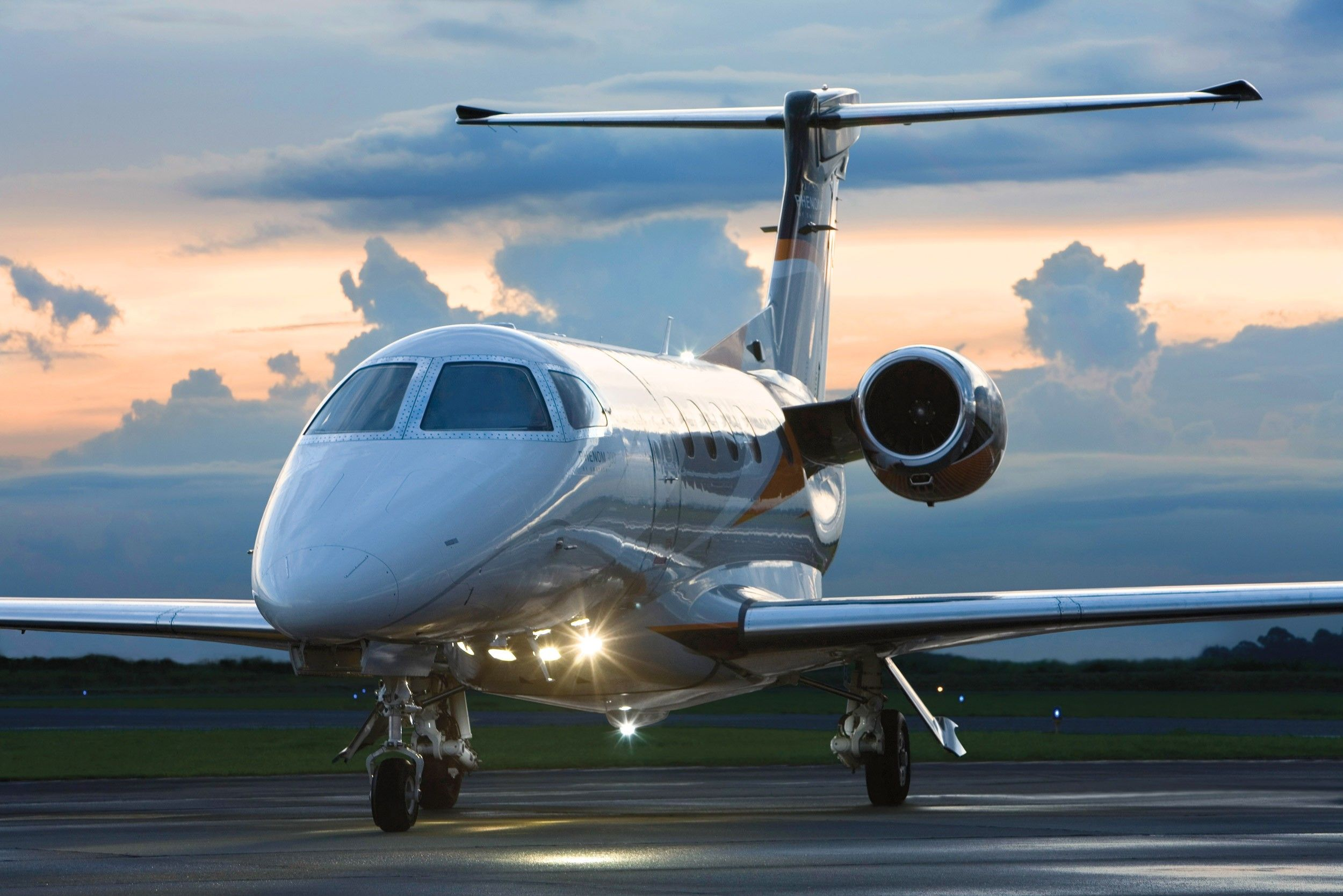 Phenom 300 cockpit phenom executive jet line leaders of innovation - Embraer Phenom 300 For Sale Https Jetspectre Com Https Jetspectre Com Embraer Https Jetspectre Com Jets For Sale Embraer Phenom 300 Emb Pinteres