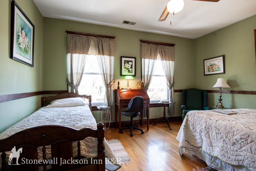 Stay at a bed & breakfast! The Turner Ashby Room The