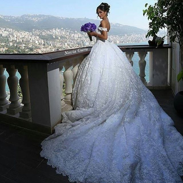 This stunning @walidshehabhautecouture makes you forget there is even a view! Gorgeous. #walidshehabhautecouture #bride #bridal #futuremrs #wedding #bridaldesigner #bridalgown #celebrate #ido #weddingideas #weddingdress #bridalstyle #bridalfashion #bridal