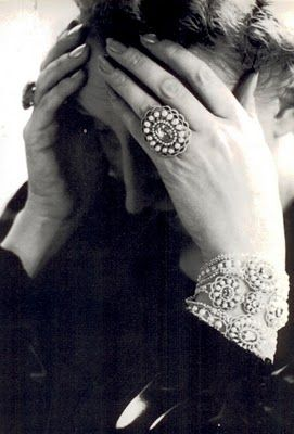 Edith Sitwell,by Norman Parkinson, 1939. Edith wears a Queen Anne bracelet & ring of pearls & mauve pink topaz in this portrait.