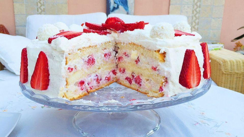 5215707b92a3b9842a002f2a47cbece0 - Raffaello Torte Rezepte