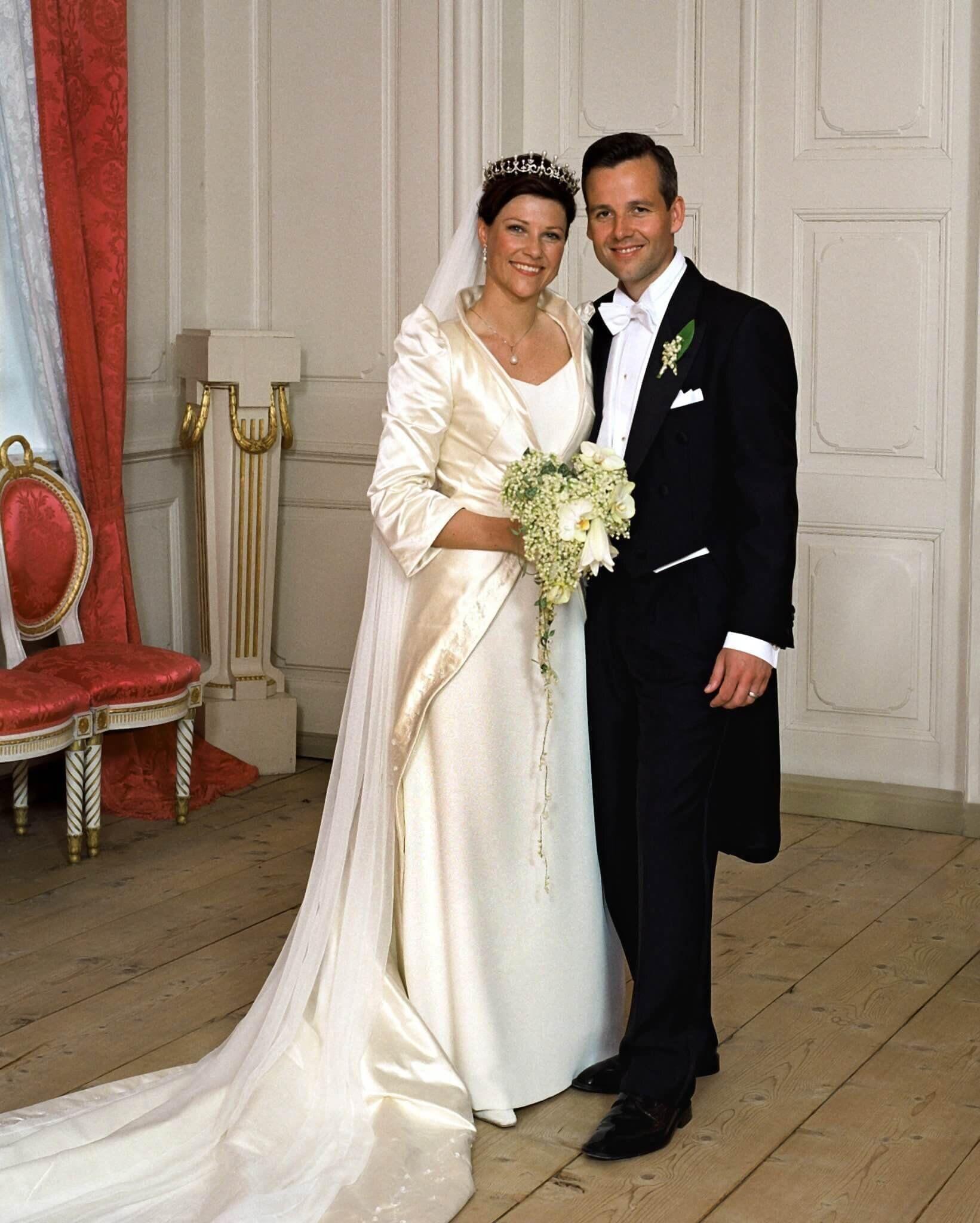 Royals Die 5 Traurigsten Trennungen Konigliche Hochzeitskleider Konigliche Hochzeit Silberne Brautkleider