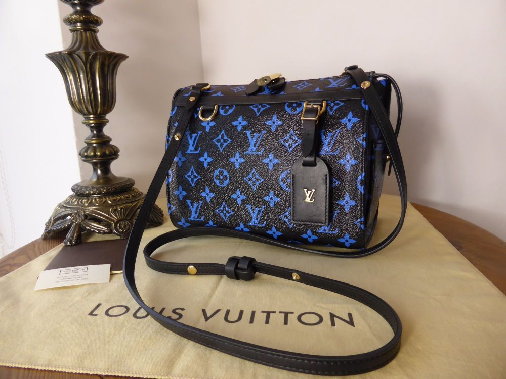 6f1e472bc2228 This is a 100% authentic Limited Edition Louis Vuitton Speedy Amazon PM in  black canvas