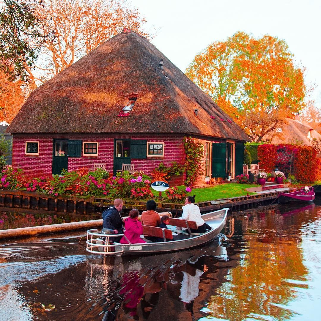 giethoorn netherlands wander lust pinterest holland wanderlust and beautiful places