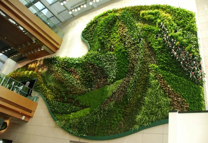 eine kunst installation aus pflanzenarten wie vertikal garten moos,