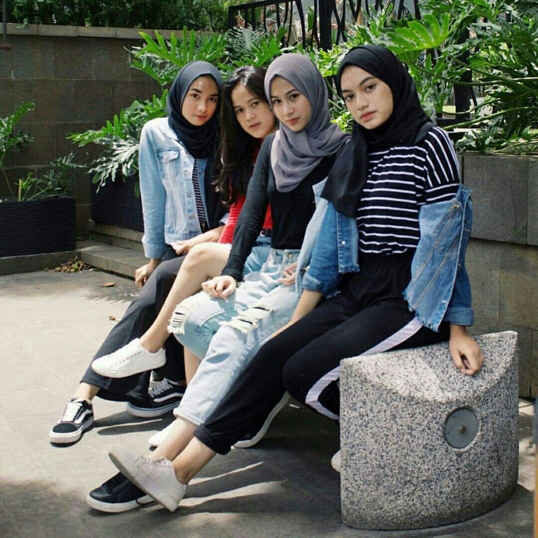 Pin Oleh Sherlytiananta Di Ootd Squad Inspiration Model Pakaian Remaja Model Pakaian Pakaian Remaja