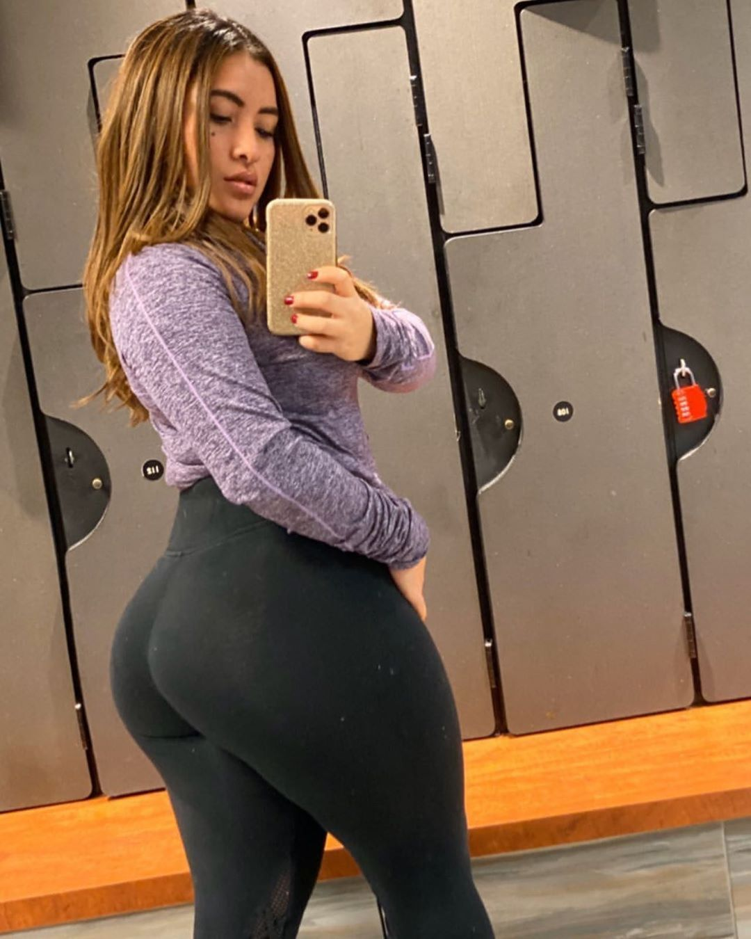 Pin by Chris Redd on Lady o Thick | Selfie tips, Color