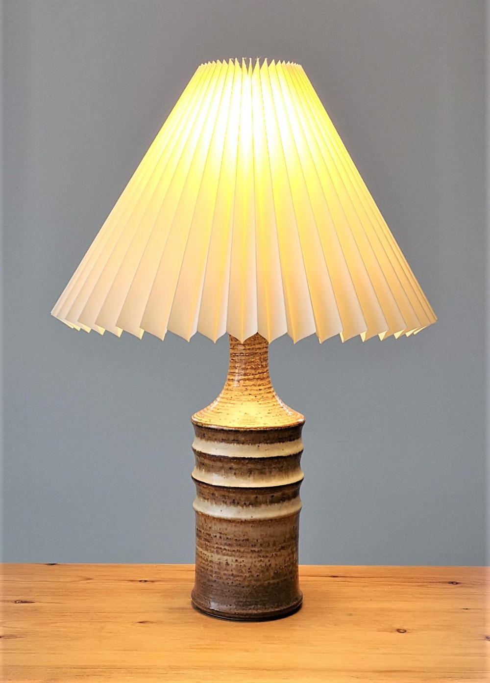 Large 3060 Soholm Handmade Ceramic Table Lamp Pottery Lamp With New Cream Chintz Pleated Lampshade Danish Lighting Excellent Condition With Images Ceramic Table Lamps Pottery Lamp Lamp