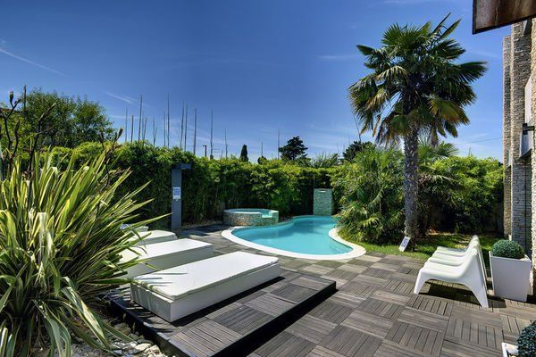 Balkon Met Jacuzzi : Pin by vakantiebord on topictravel.nl pinterest villa croatia
