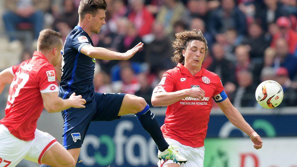 Halbzeit! Durchschnaufen. Mainz zu Beginn Hertha danach besser. Noch 0:0! #M05BSC #hahohe https://t.co/Z3L2d0dTFM