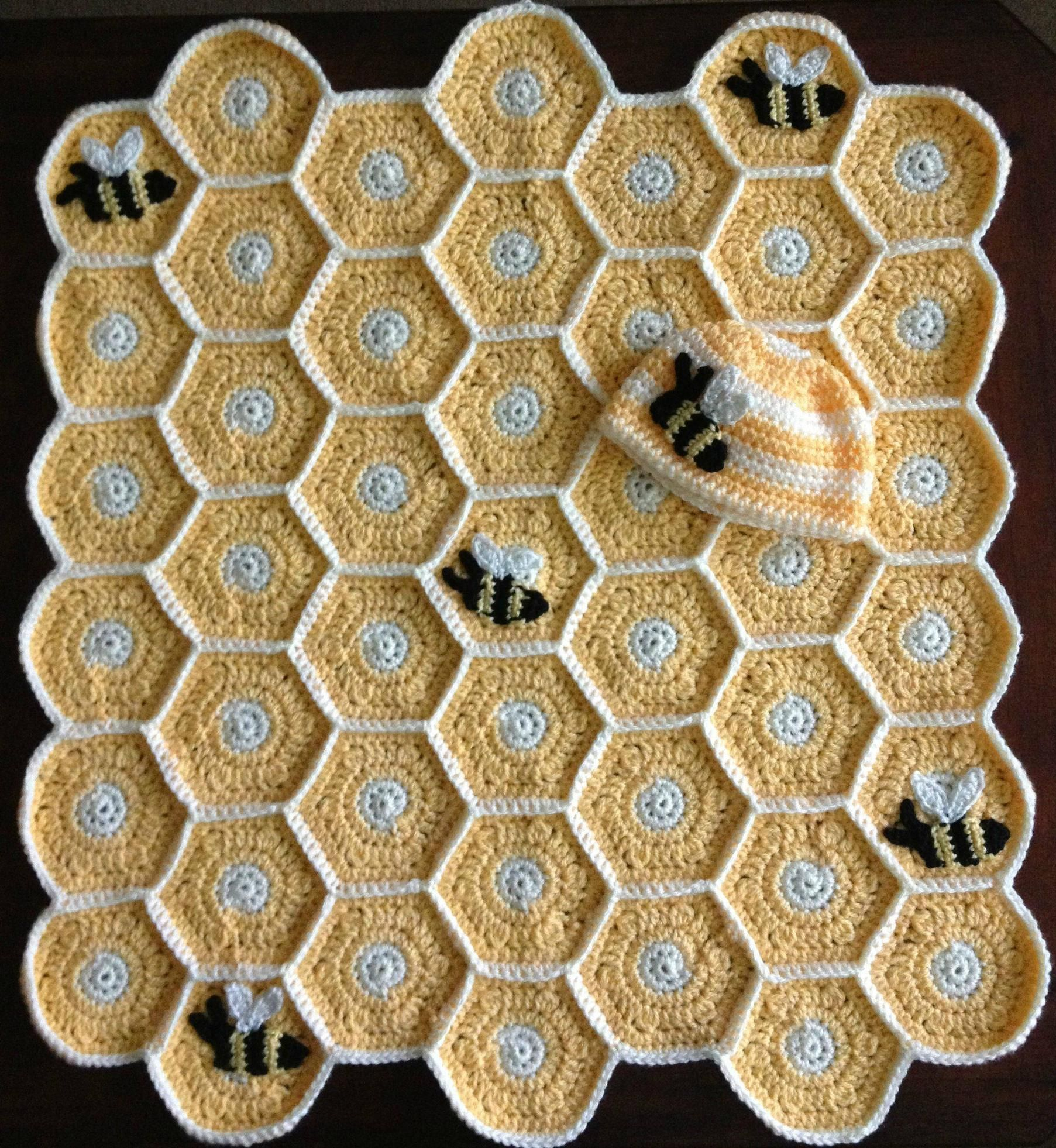 Sweet as honey baby set. Pattern found on Ravelry: http://www ...
