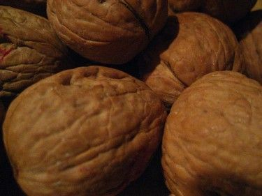 10 Health Benefits of Black Walnuts + Natural Remedies #walnutsnutrition Using Walnuts as Preventative Medicine - A Complete Walnut Nutritional Profile #walnutsnutrition 10 Health Benefits of Black Walnuts + Natural Remedies #walnutsnutrition Using Walnuts as Preventative Medicine - A Complete Walnut Nutritional Profile #walnutsnutrition