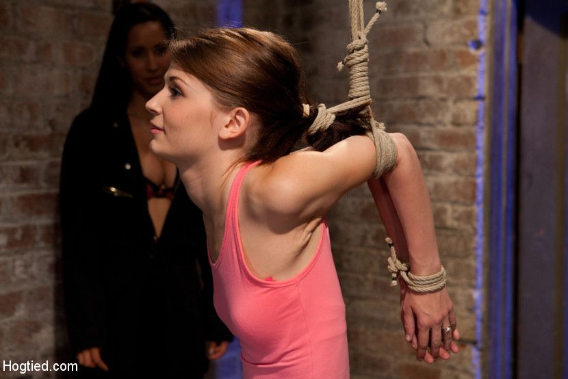 hot contortionist girl-next-door sensi pearl bound tightly and