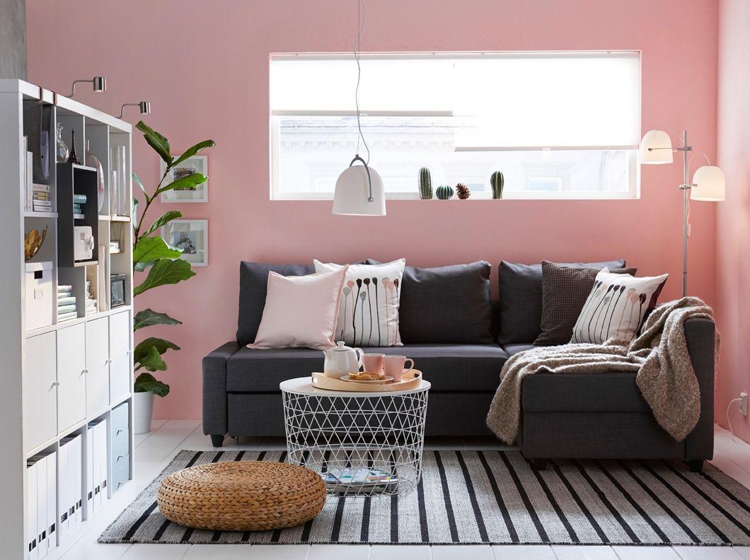 Soggiorno con divano letto grigio scuro e tappeto a righe – IKEA ...