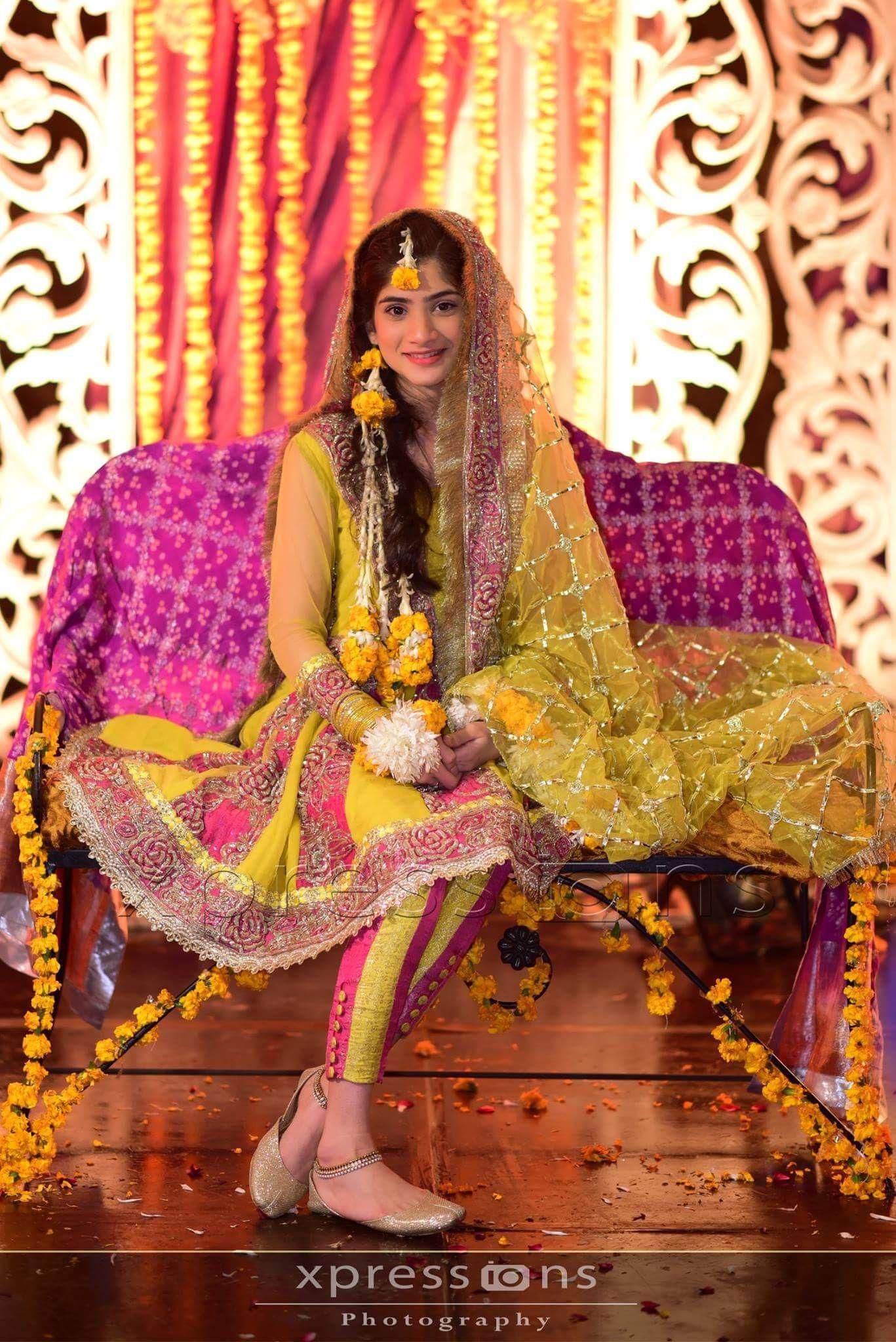 910e2b684b Pakistani wedding mehndi dress. Love her dupatta, payal and khussa ...