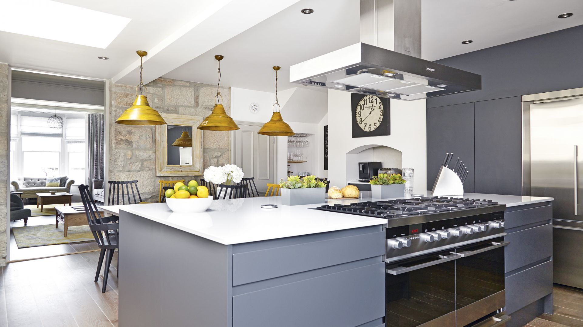 Best Bright Pops Of Yellow Add Vibrancy To This Dark Grey 640 x 480