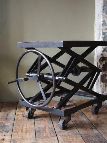 ancienne table elevatrice d 39 atelier console ou table basse ideas para trabajo pinterest. Black Bedroom Furniture Sets. Home Design Ideas