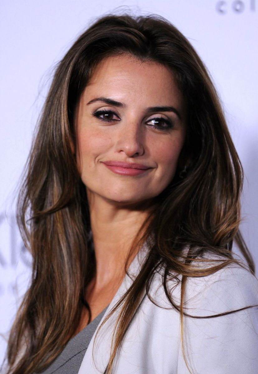 Penelope Cruz Would seriously love to have this hair! | Penelope cruz,  Hairstyle, Hairstyles 2010