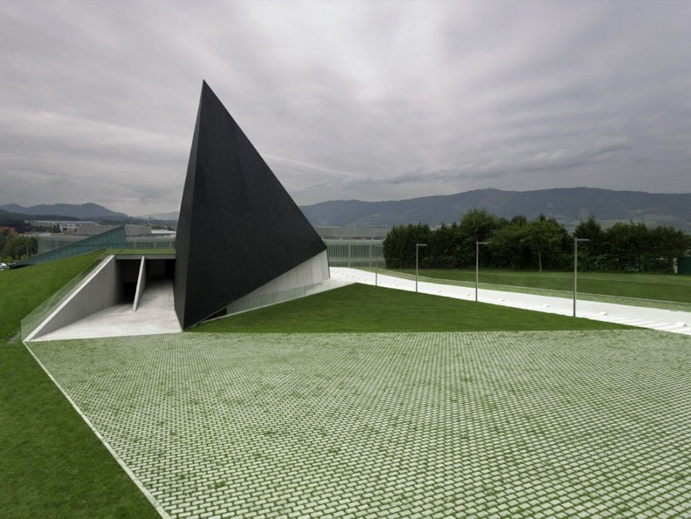 Gonzalo Carro for ACXT Architects. BTEK Technology Interpretation Center in Derio, Bizkaia, Spain. Photography by Aitor Ortiz.