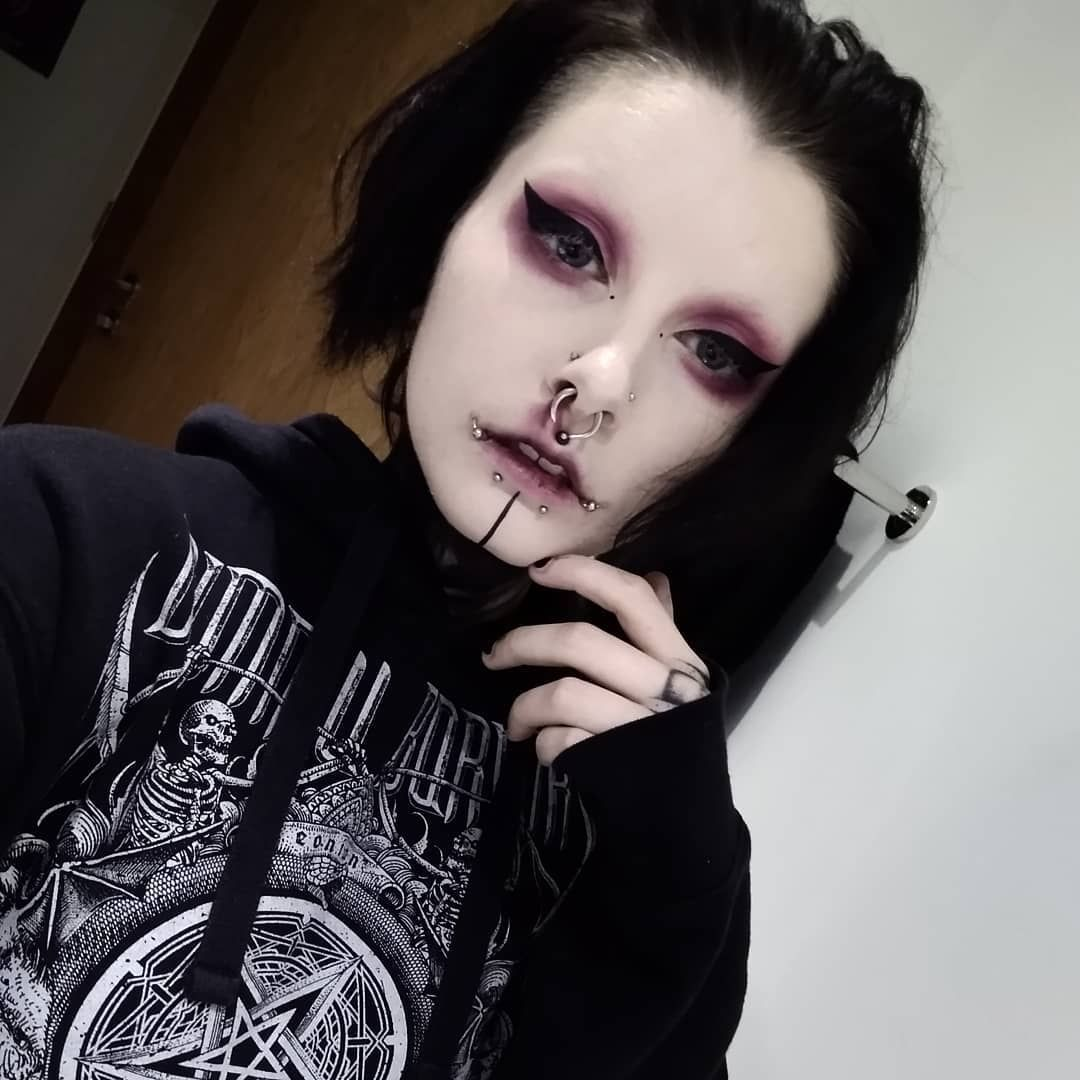 Dark Goth Makeup Look In 2020 Emo Makeup Punk Makeup Edgy Makeup