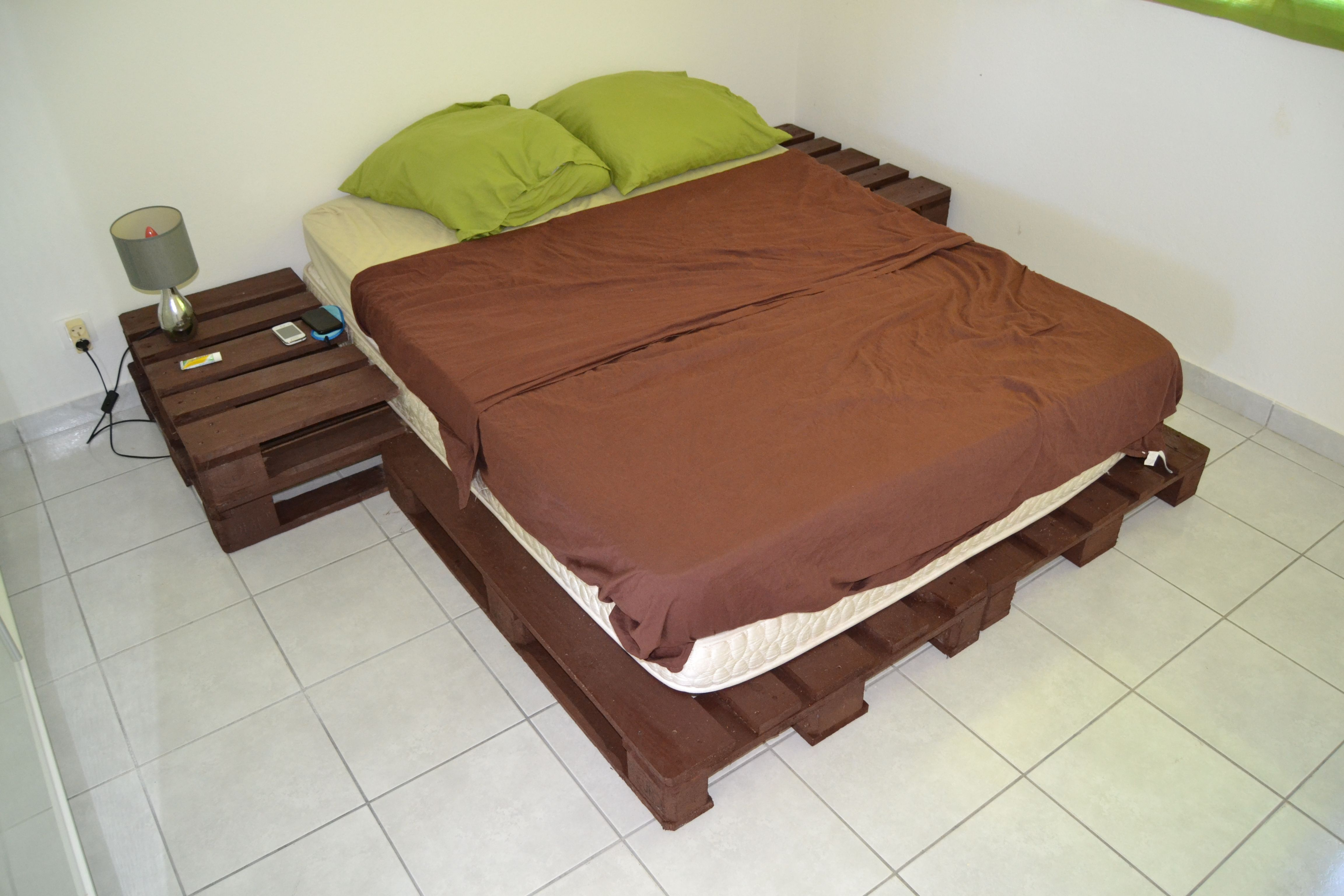 base de lit & tables de chevets palette en bois | projets à essayer