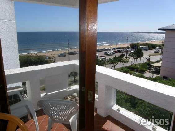 Apartamento en playa mansa con hermosa vista al mar.-  Living comedor con aire acondicionado y salida a ..  http://punta-del-este.evisos.com.uy/apartamento-en-playa-mansa-con-hermosa-vista-al-mar-id-299004