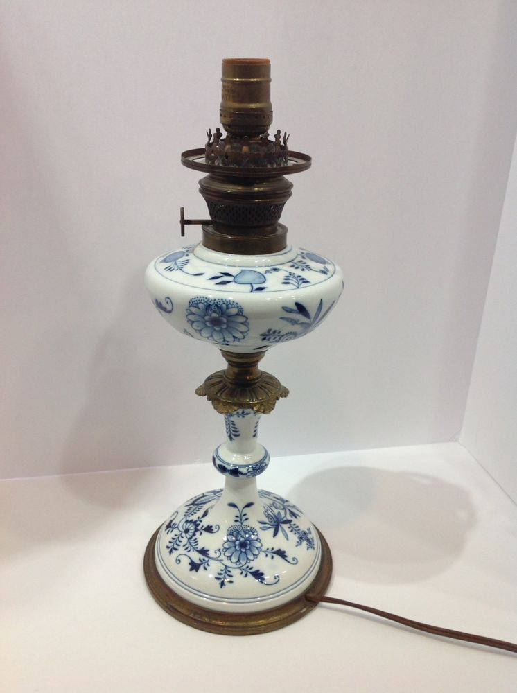 An Antique Victorian C1860 Ceramic Hand Painted Oil Lamp Fine Etched Globe Shade Oil Lamps Lamp Antique Lamps