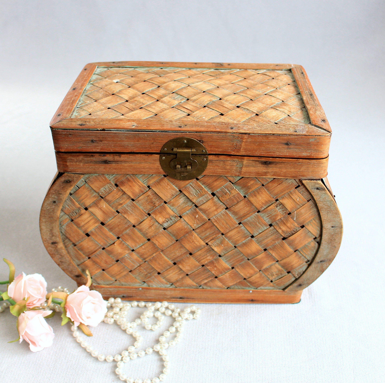 Vintage Basket Weave Wooden Box Large Vintage Storage Towels Etsy Wooden Boxes Vintage Baskets Basket Weaving