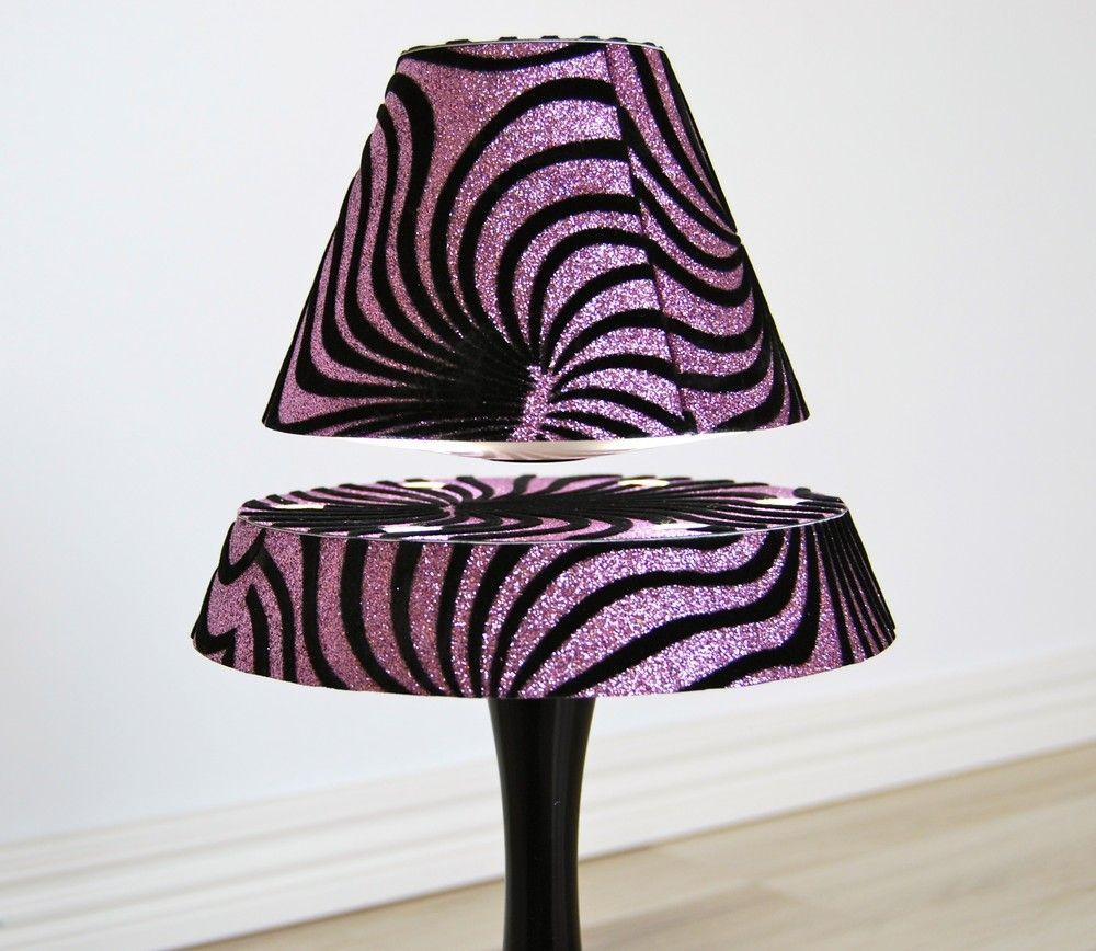Svävande lampa med mönstrad skärm via Prylcity. Click on the image to see more!