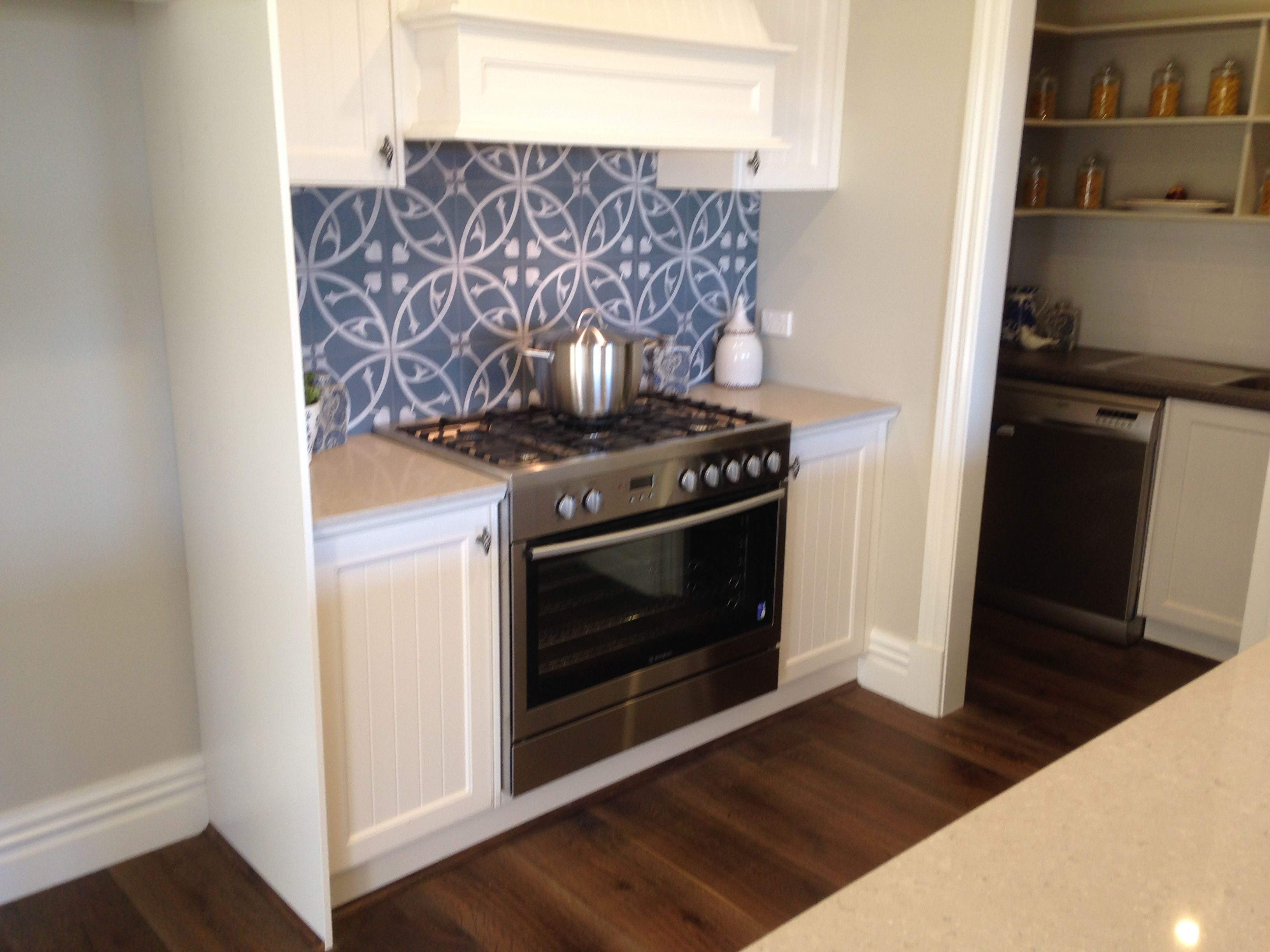 hampton kitchen 900mm free standing oven with built in range hood