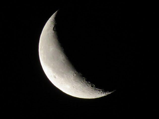 La Luna en cuarto menguante al amanecer y de día en La Guardia ...