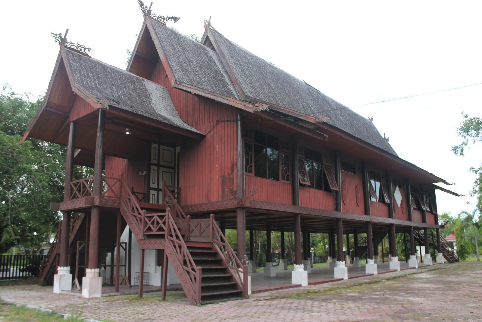 Gambar Rumah Adat Kalimantan