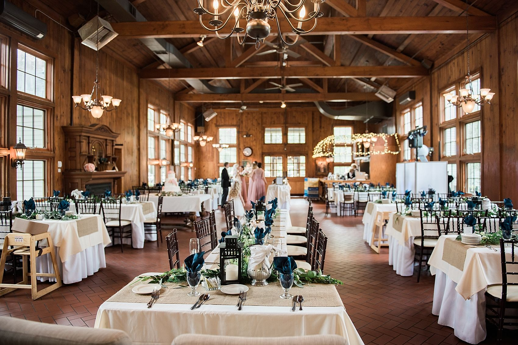 Wellers Carriage House Inside Wedding Photos Michigan Barn Detroit Venues Saline