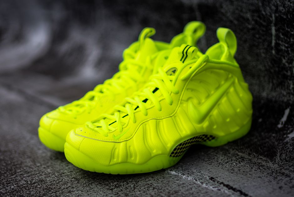 nike air foamposite pro volt releasing on christmas eve