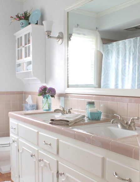 Pink Bathroom Tile Tiled Bathrooms Were A Huge Trend In The 40s And 50s Which Explains Why So Many Grandmas Had Them Now Might Be