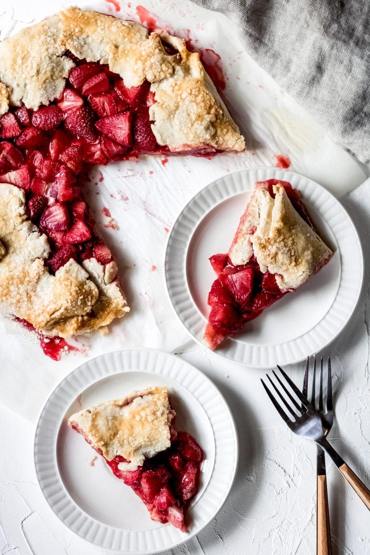 gluten free strawberry cake with fresh strawberries