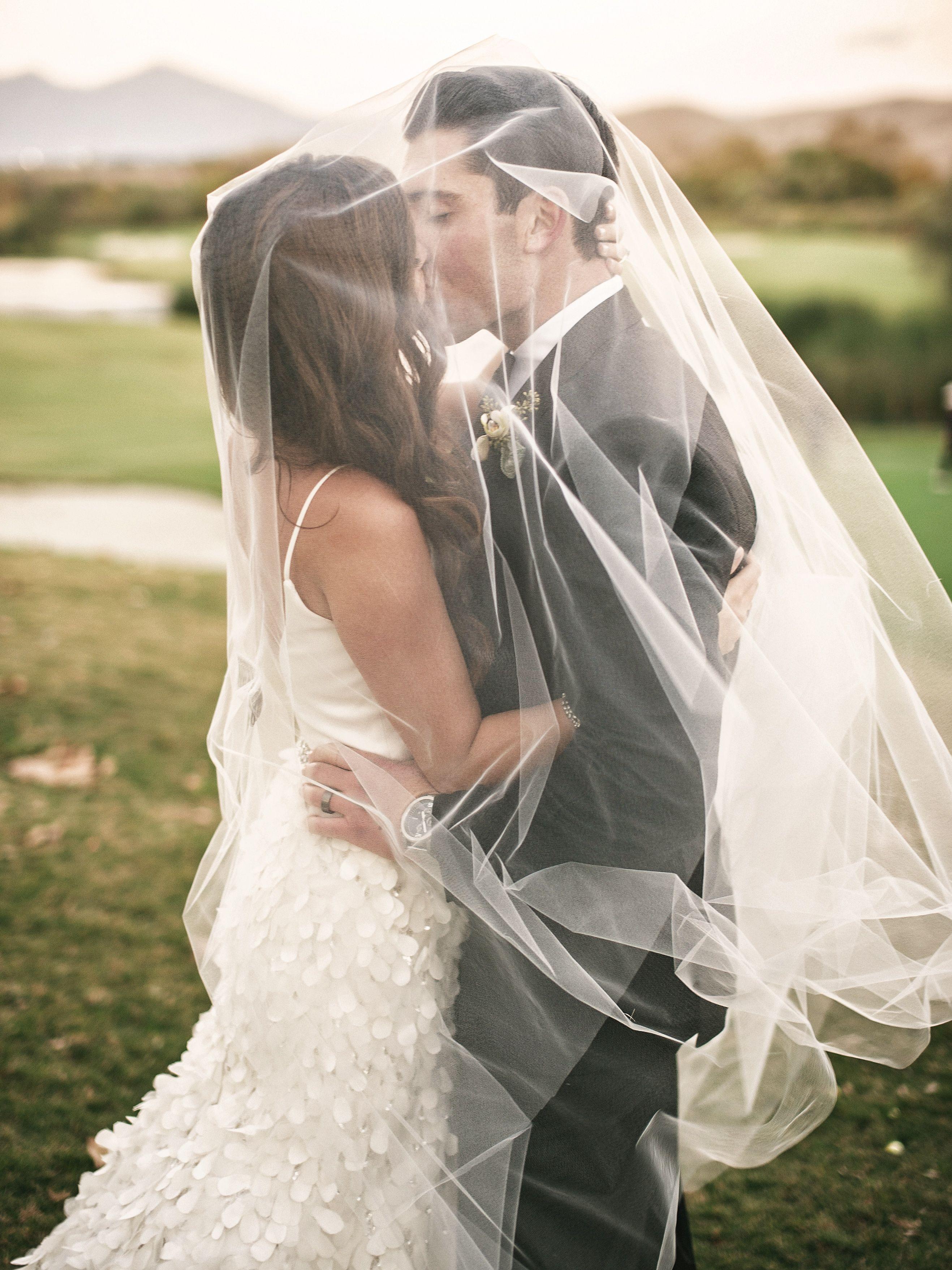 Under veil kisses