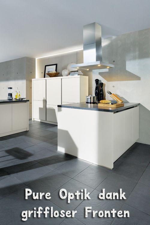 Ganz in weiß mit grifflosen Fronten - diese Küche nimmt sich elegant ...